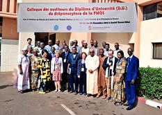 Colloque drépano Mali déc 2018 EN - The audience and teachers at the conference in the presence of the Minister of Health (in white in the photograph) and the representative of the Minister of Education.