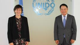 Signature ONUDI / UpM - Ms Isabelle Rosabrunetto, Director General of the Ministry of Foreign Affairs and Cooperation, and Mr Li Yong, Director General of the United Nations Industrial Development Organization (UNIDO) ©DR
